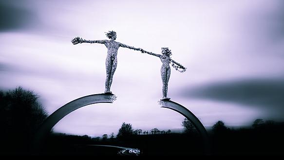 UK, Scotland, View of bridge gate with statues - SMA000068