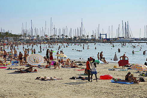 Spain, Palma, Holidays at Arenal beach with view towards marina at Mallorca - MIZ000146