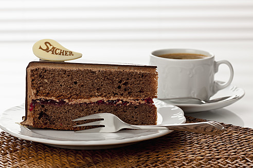 Plate of Sachertorte slice with coffee, close up - CSF016288