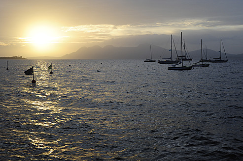 Spain, View of sailing boats in bay of Port de Pollenca - MIZ000218