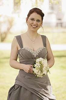 Germany, North Rhine Westphalia, Roesrath, Portrait of bride in park, smiling - KJ000188