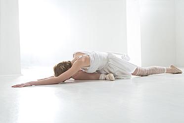 Young woman performing ballet dan - MAEF005782