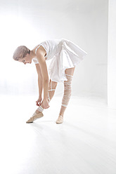 Young woman getting ready for ballet - MAEF005789