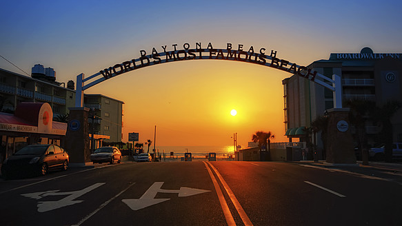 USA, Florida, Daytona Beach entrance at sunrise - SMA000106