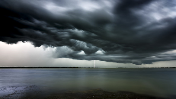 USA, Florida, Lightning and storm clouds at Titusville - SMA000108