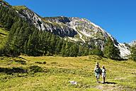 Austria, Salzburg Country, Family hiking at Altenmarkt Zauchensee - HHF004395