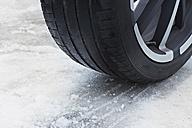 Germany, Bavaria, Tyre with snow - DSCF000053