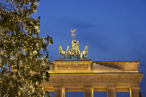Germany, Berlin, View of Brandenburger Tor with Quadriga and christmas tree - ALE000003