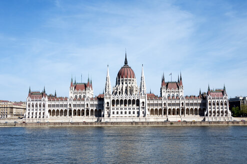 Hungary, Budapest, View of parliament building and danube river - ALE000006