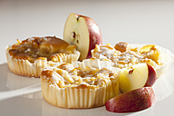 Apple tartlets on white background, close up - CSF017400