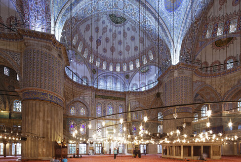 Turkey, Istanbul, Sultan Ahmed Mosque at Sultanahmet district - SIE003387