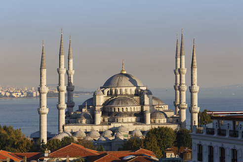 Turkey, Istanbul, View of Sultan Ahmed Mosque at Sultanahmet district - SIE003383