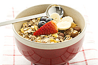 Breakfast bowl of cereals with banana, blueberry and strawberry - MAEF005998