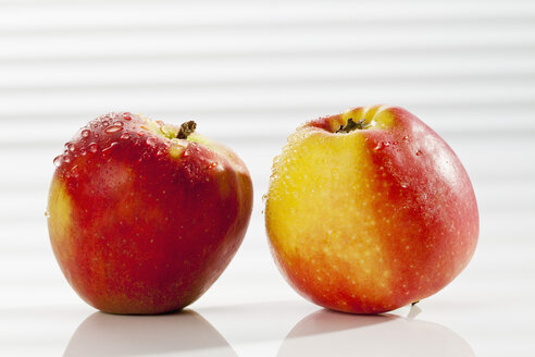 Red apples, close up - CSF017512