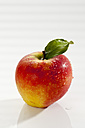 Apple on white background, close up - CSF017509
