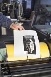 Germany, Bavaria, Man working in print shop - TC003347
