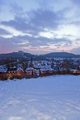Germany, North Rhine Westphalia, Bottrop, View of Skihalle and Tetraeder in winter at dusk - AKU000055