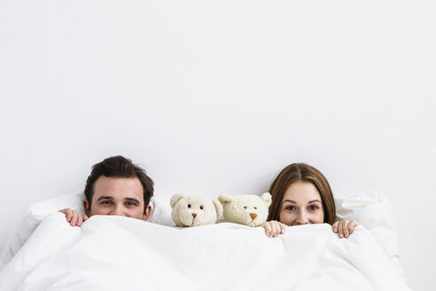 Portrait of young couple with teddy bear, smiling - SPOF000066
