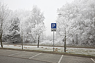 Germany, Parking sign in parking area - TK000103