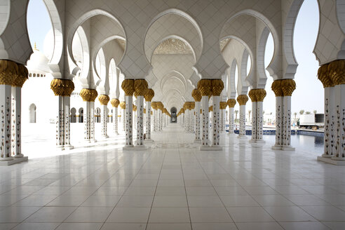 United Arab Emirates, Abu Dhabi, Interior of Sheikh Zayed Mosque - TK000060