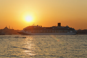 Turkey, Istanbul, View of Costa Favolosa at Bosphorus - SIE003490