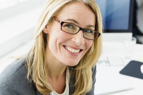 Germany, Portrait of businesswoman smiling - SPO000142