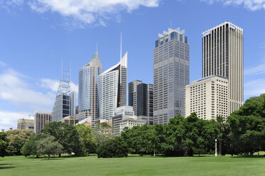 Australia, New South Wales, Sydney, View of Central business district at Royal Botanic garden - MIZ000281