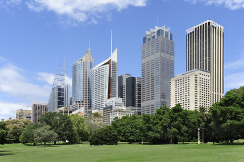 Australia, New South Wales, Sydney, View of Central business district at Royal Botanic garden - MIZ000281