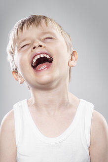 Laughing boy agianst grey background, close up - PD000307