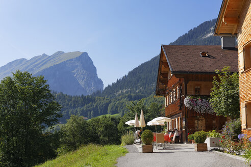 Austria, Vorarlberg, View of mountain near hotel - SIE003531