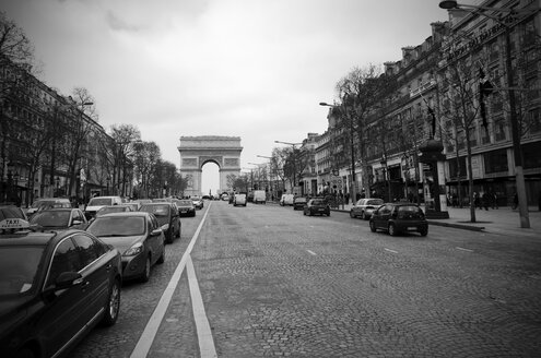 France, Paris, View of Arc de Triomphe and Champs Elysees street in winter - ON000001