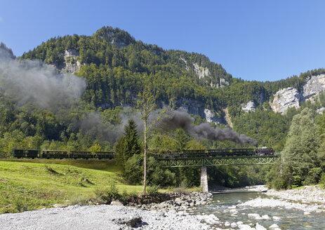 Austria, Vorarlberg, Train passing through Sporenegg Bridge over BregenzerachAustria, Vorarlberg, Train passing through Sporenegg Bridge over Bregenzerach - SIE003546