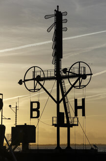 Germany, Bremerhaven, Semaphore at sunset - SJ000008