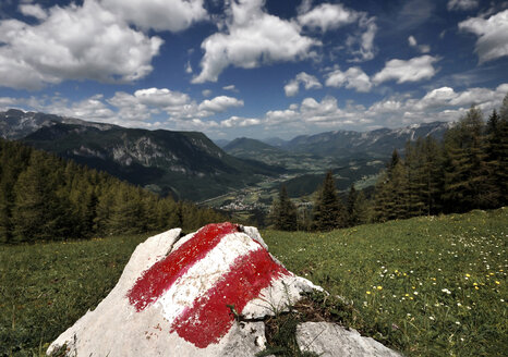 Austria, View of northern alps and way marking on rock - CW000019