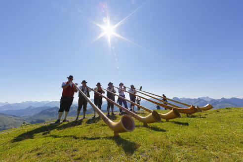 Austria, Vorarlberg, People playing alphorns on Diedamskopf mountain at Bregenz Forest - SIE003577