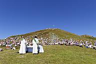 Austria, Vorarlberg, People sitting on Diedamskopf mountain at Bregenz Forest - SIE003581