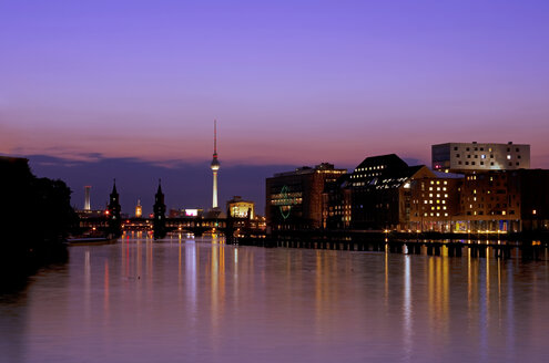 Germany, Berlin, View of skyline with Spree River - ALE000025