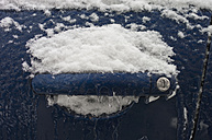 Germany, Hesse, Frankfurt, Snow on car door - MUF001275