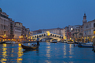 Italy, Venice, View of Grand Canal and Rialto bridge at dusk - HSI000145