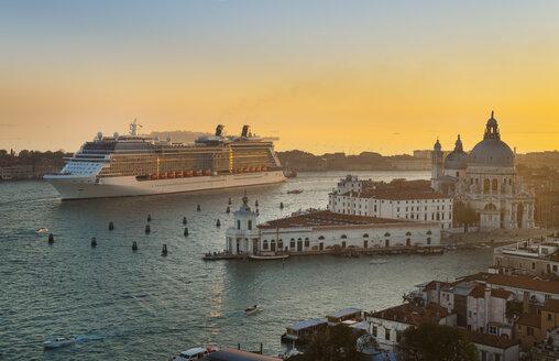 Italy, Venice, Canal Grande, Santa Maria della Salute church and cruise liner - HSI000184