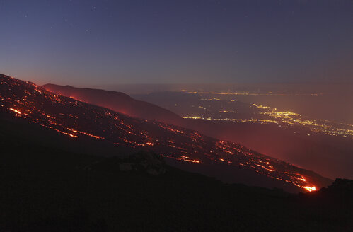 Italy, Sicily, View of lava erupting from Mount Etna - MR001305