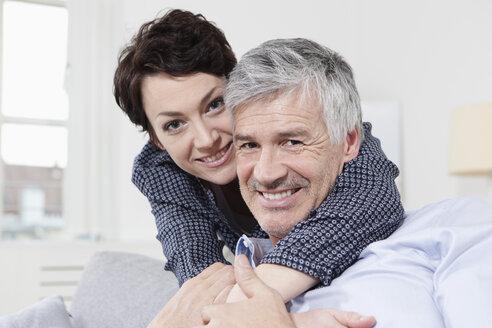 Germany, Bavaria, Munich, Portrait of couple embracing, smiling - RBF001278