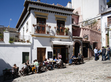 Spain, Granada, People sitting at restaurant - WW002795