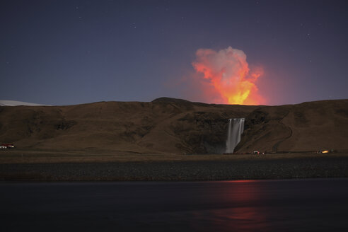 Iceland, View of lava erupting from Eyjafjallajokull Fimmforduhals, 2010 - MR001371