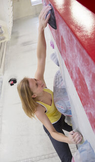 Germany, Bavaria, Munich, Young woman bouldering - HSIYF000207