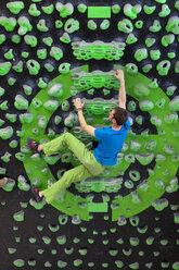 Germany, Bavaria, Munich, Young man bouldering - HSIYF000192