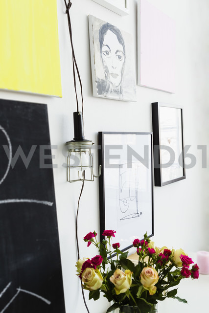 Germany, Bavaria, Munich, Picture frame hanging on wall with flower vase - SPOF000276 - 4r3p/Westend61