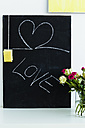 Germany, Bavaria, Munich, Text with blackboard and flower vase on shelf - SPOF000278