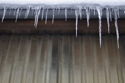 Germany, Bavaria, Icicles on rooftop - AXF000438