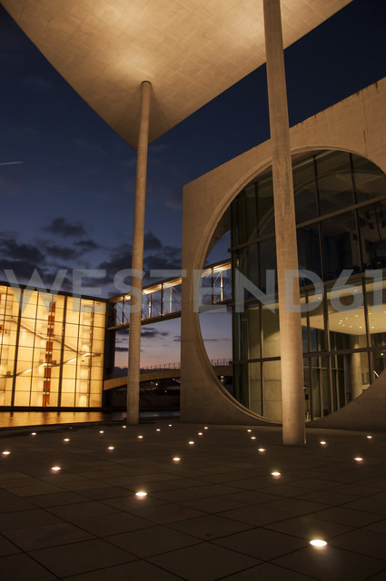 Germany, Berlin, View of building at Bundestag - FB000027 - Frank Blum/Westend61